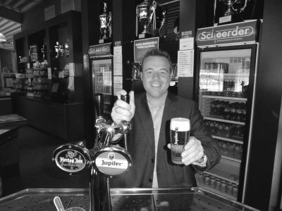 Jupiler: een goed glas bier bij de voetbalclub